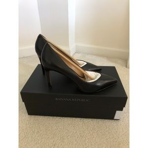 Banana Republic Madison heels. Black. Size 6. New!